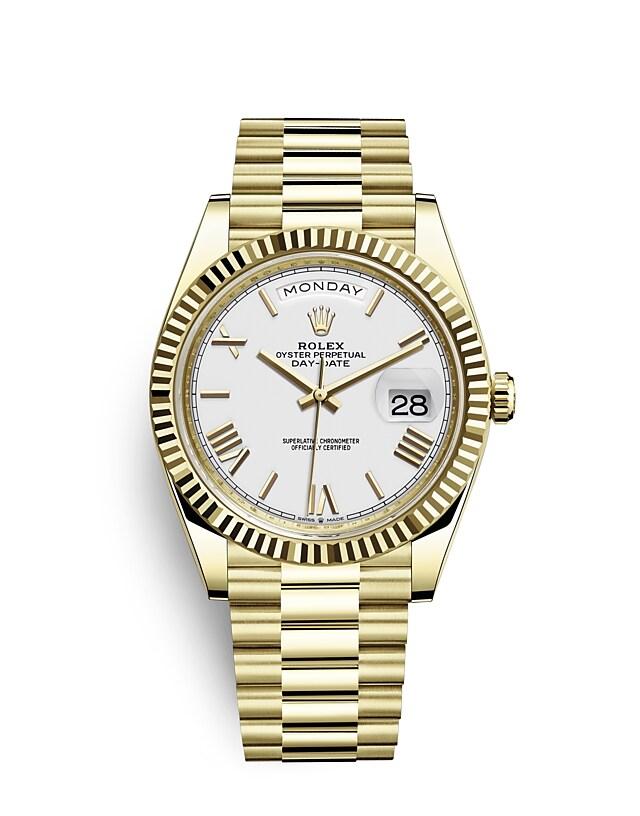 นาฬิกา Rolex Day-Date 40 มม., ทองคำ หน้าปัดสีขาว ขอบหน้าปัดแบบเซาะร่อง